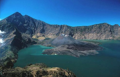 What was missed. the summit caldera of Mt Rinjani at 3,700 m with the new emerging cinder cone from the last significant eruption (Source: http://griyasari.com)