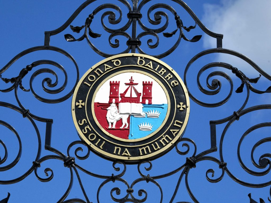 UCC crest on UCC's Western Road ceremonial gates. Image: Tomas Tyner.
